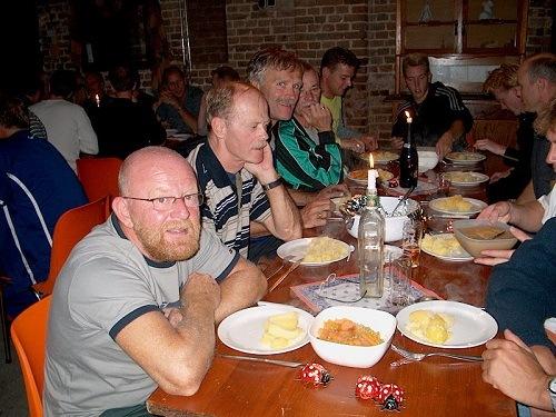 """Spa - Sliedrecht in 2003 met de warme maaltijd in de """"Struchterhof""""."""